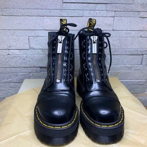 🌼 DR MARTENS Black Leather Zip Chunky Boots 🌼
